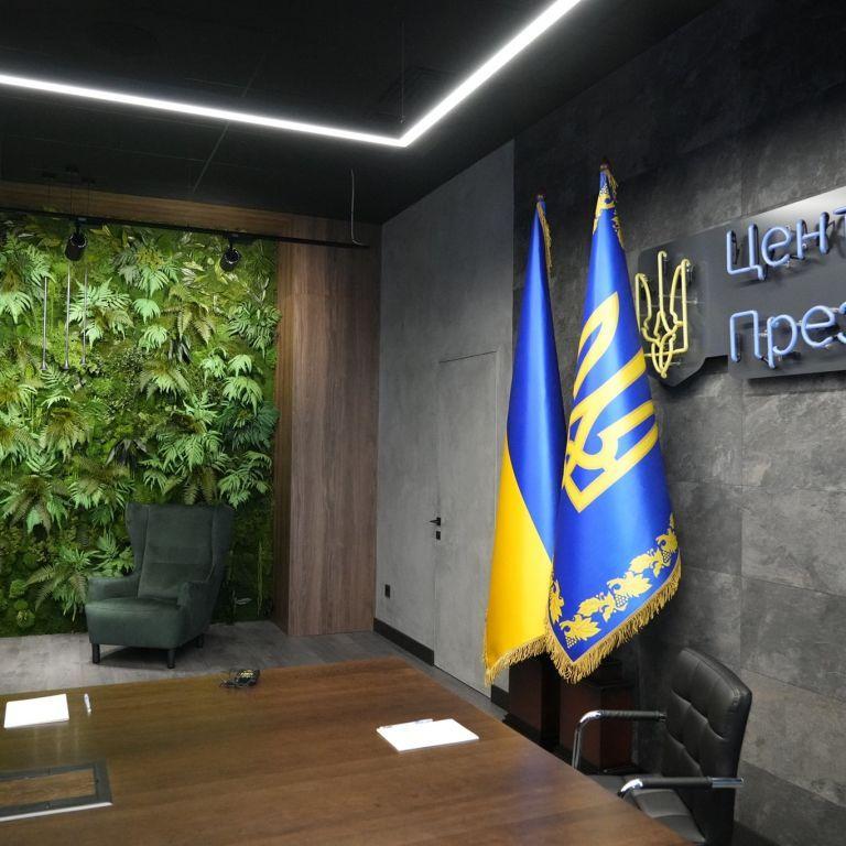 """Як в """"Піратах Карибського моря"""": у кабінеті Зеленського на Банковій зробили ремонт (фото)"""