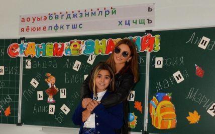 Ані Лорак пофарбувала волосся 10-річній донці і відвела її до російської школи