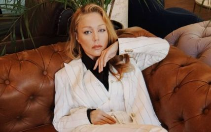 Ухты, какая: Тина Кароль в брючном костюме снялась в интересной фотосессии