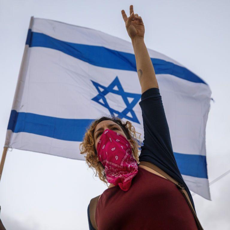 Израиль начал постепенный выход из жесткого карантина