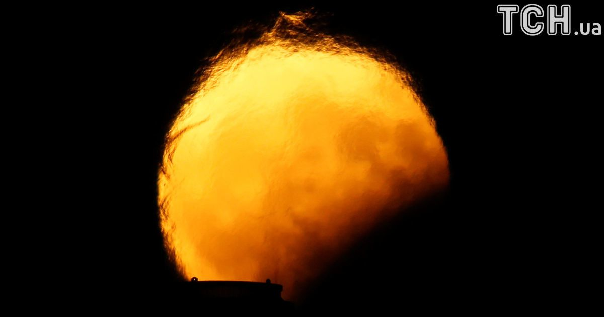 Місячне затемнення, яке спостерігали на Мальті. / © Reuters