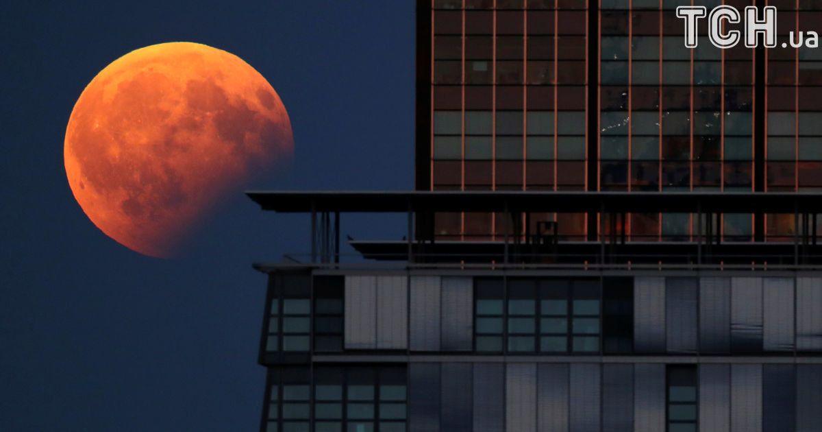Місячне затемнення, яке спостерігали у Берліні, Німеччина. / © Reuters