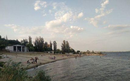 Тело заметили рыбаки: в Херсоне на пляже утонула девушка
