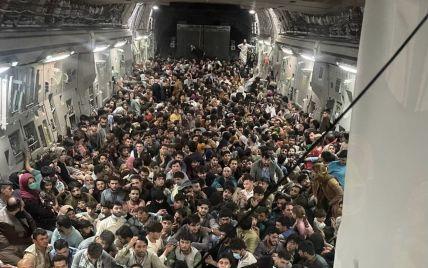 В шасси военного самолета США, который вылетел из Кабула, нашли человеческие останки: видео
