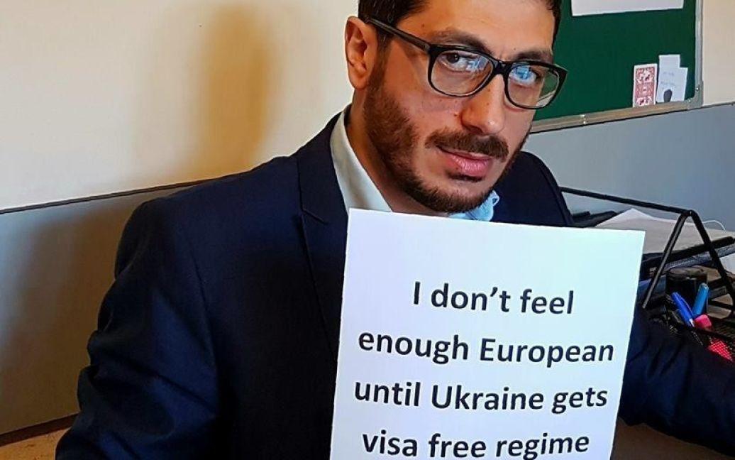 Учасники флемшобу на підтримку українців / © Facebook/Agit Mirzoev