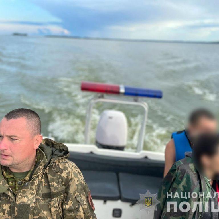 Під Полтавою врятували подружжя, яке опинилося за кілька кілометрів від берега у зламаному човні