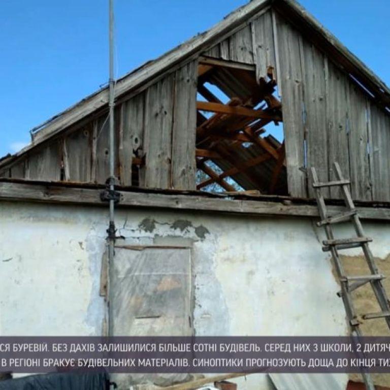 Знесені дахи, поламані дерева і обірвані електромережі: Херсонська область оговтується від буревію
