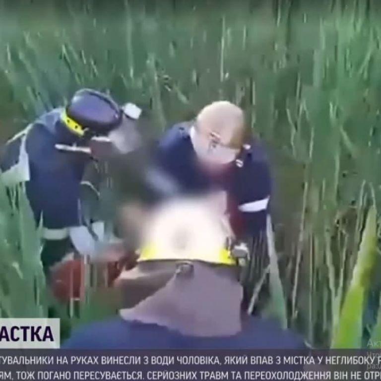 Упал с моста в камыш и не смог выбраться: под Днепром из воды достали мужчину