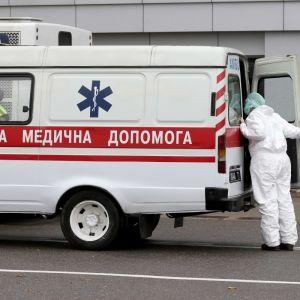 У Рівненській області у кареті швидкої помер пацієнт, хворий на коронавірус