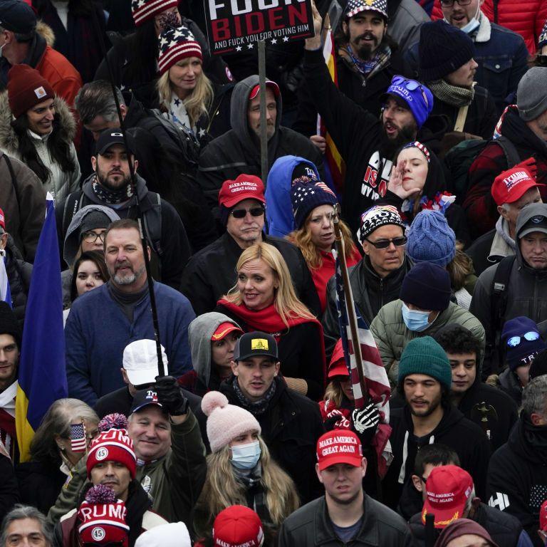 Через протести в США керівниця апарату Меланії Трамп подала у відставку