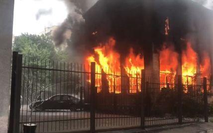 В Киеве вспыхнуло здание детсада