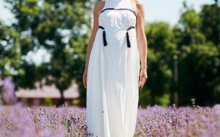 В белом платье и шляпе: Катя Осадчая позировала на лавандовых полях