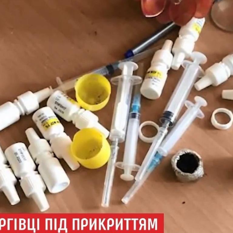 """""""Ходили себе скромно"""": в селе на Львовщине дали характеристики педагогам, которых поймали на продаже наркотиков"""