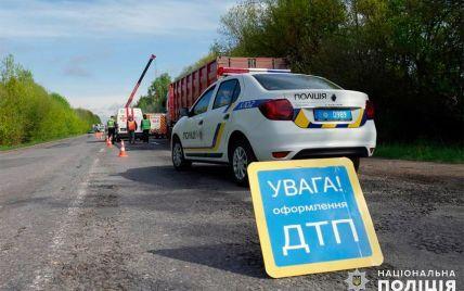 Дітей розкидалоу різні боки: у Львові водій збив на пішохідному переході двох школярів