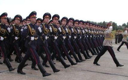 Янукович збільшив строк служби в армії