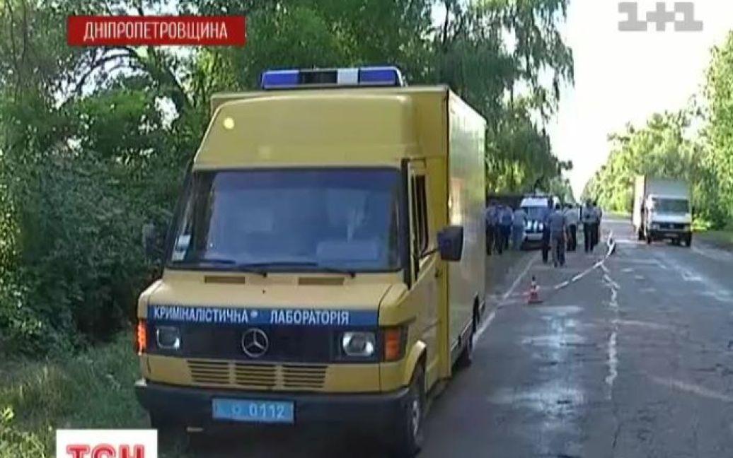 Інкасатор розстріляв напарника та водія і зник разом з усіма грошима / © ТСН.ua