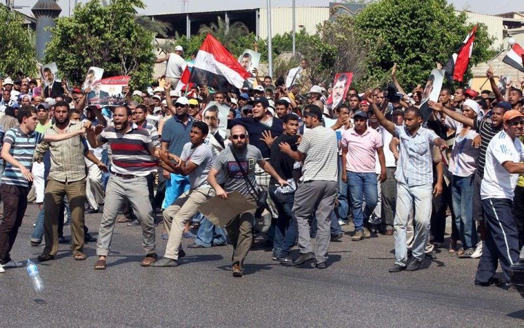 Протестувальники ставали дедалі агресивнішими... / © Фото EPA/UPG