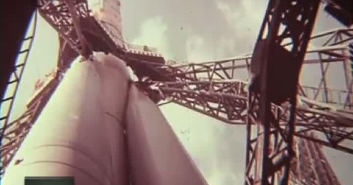 Космонавти примудряються контрабандою у скафандрі провезти в космос сало і коньяк