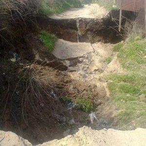 В Одесі частина дороги обвалилася в катакомби (фото)