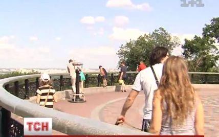 У Києві оглядовий майданчик біля Ради може обвалитися разом із туристами