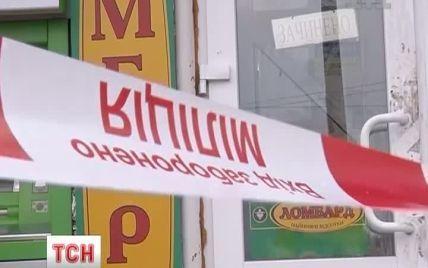 Озброєні злодії втекли з ювелірної крамниці з лотком прикрас