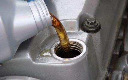Водителям рассказали, какой настоящий срок годности моторного масла