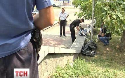 У Києві біля залізничного вокзалу люди ходили повз труп жінки