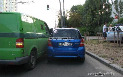 У Києві інкасатори протаранили авто з вагітною жінкою та кидалися на людей з лайкою