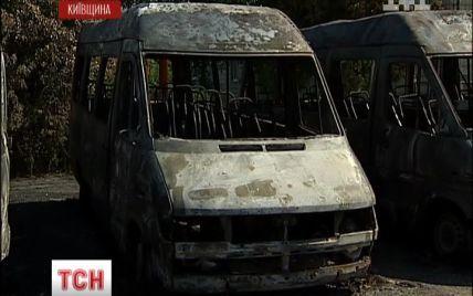 Міліція кілька днів безрезультатно шукає паліїв 6-х автобусів під Києвом