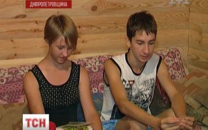 """На Дніпропетровщині вибухнув """"дитячий"""" скандал: сиріт продають прийомним батькам за $ 4 тис."""