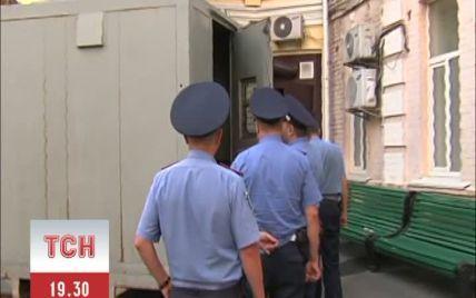 """На Майдані правоохоронці """"запакували"""" у автозак десятьох активістів"""