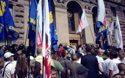 Опозиція взяла штурмом Київраду та зірвала чергове засідання