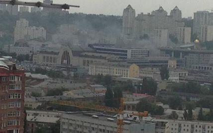 Південний вокзал у Києві оповитий димом: люди в паніці (фото)