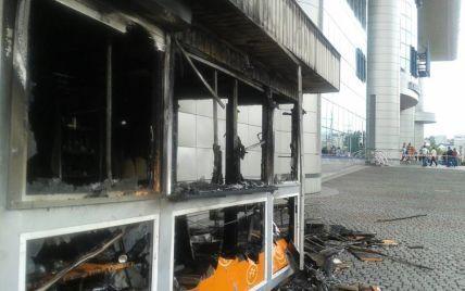 МНСники назвали причину загоряння кіоску на вокзалі в Києві