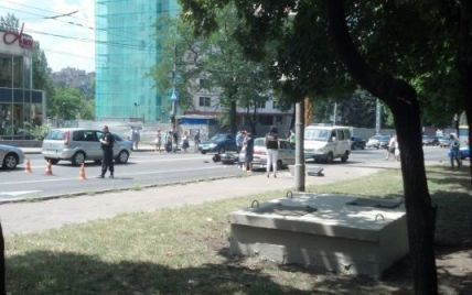 """У центрі Донецька мотоцикліст розстріляв водія """"Жигулів"""""""