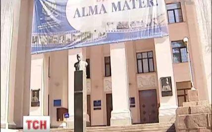 """Медичні виші б'ють рекорди з прийому абітурієнтів: випускники """"штурмували"""" університет ім.Богомольця"""