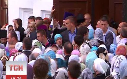 У лаврі під час прибуття патріарха Кирила охорона безжально штовхала прочан