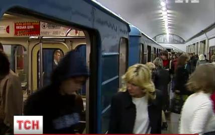 У київському метро жінка впала під потяг