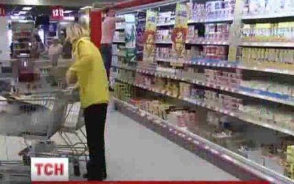 У Києві після вибуху у метро довелося рятувати купу продуктів у супермаркеті