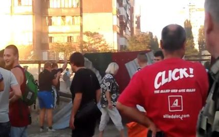 На Троєщині активісти штурмують будівництво, а охоронці відбиваються піском та гарячою смолою