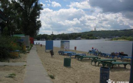 Киянам дозволили купатися лише на одному пляжі