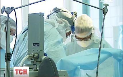 Київські онкохірурги провели унікальну операцію із протезування кісток