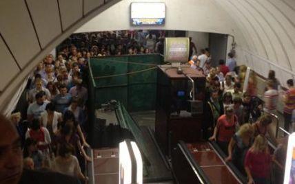 """Ремонтні роботи призвели до шаленої тисняві на станції метро """"Палац спорту"""""""
