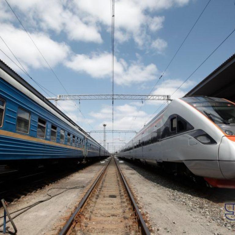 У залізничних касах з'явились квитки на новорічні свята