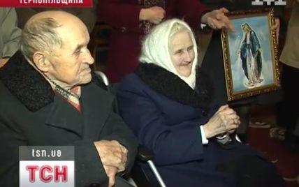 На Тернопільщині побралася пара майже 90-річних молодят