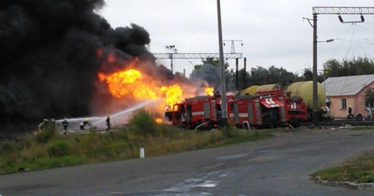 Вагони з нафтопродуктами в Городищі на Черкащині горять із шостої ранку / © ТСН.ua