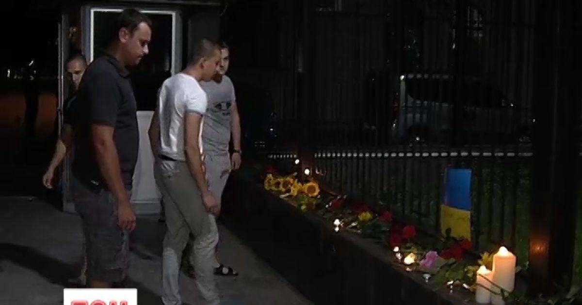 Украинцы почтили память погибших в метро под российским посольством