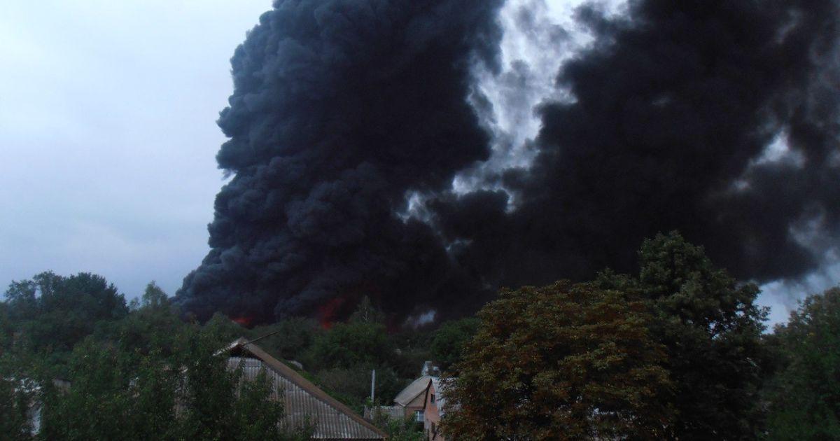 Вагони з нафтопродуктами в Городищі на Черкащині горять із шостої ранку / © vk.com/yana231990