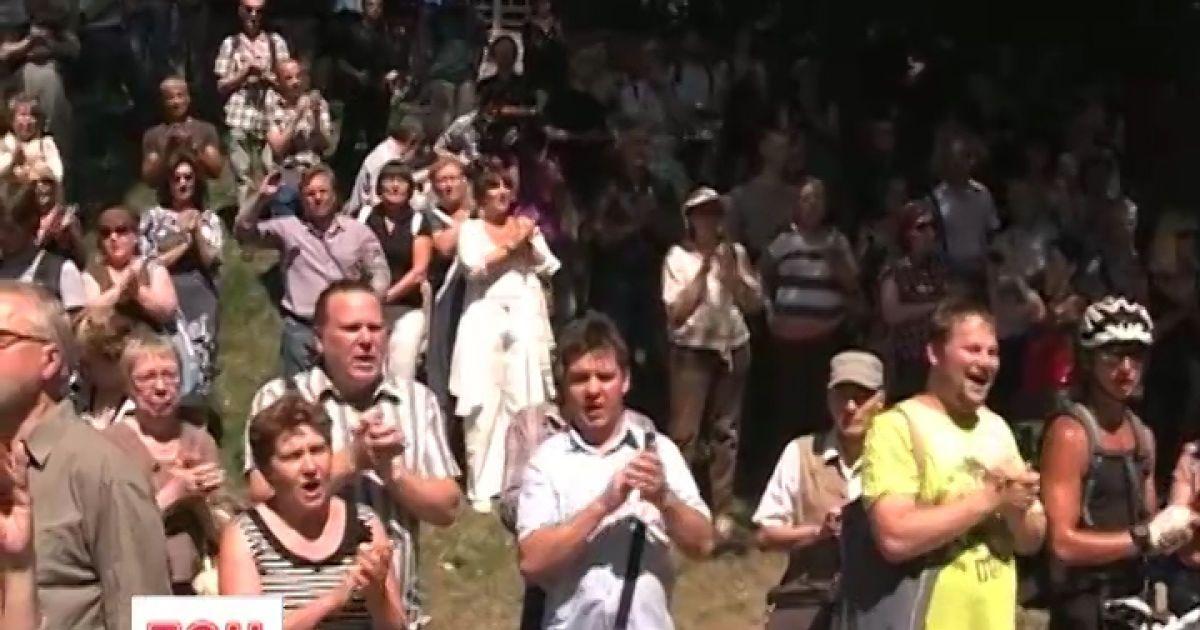 Люди стають у величезні черги аби попрощатись з Новодворською