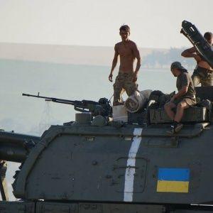 Українські силовики звільняють від терористів 10 міст на Донбасі